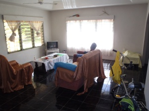 Another view with the 3 channel TV... One is a continuos religious one. The other two a mix of Tongan, NZ and Australian
