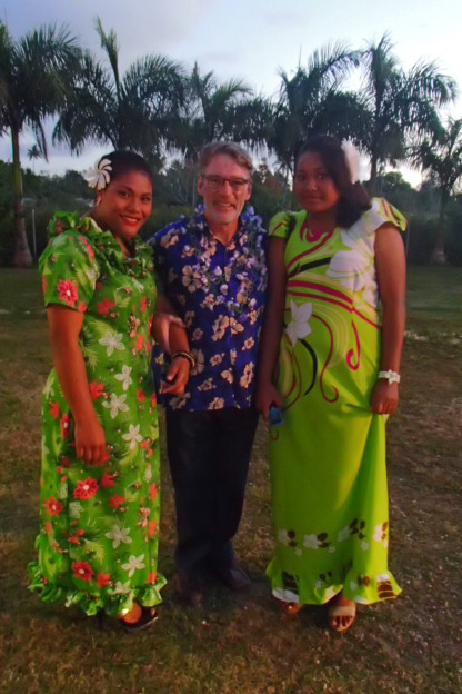 Kotoni is on the Blue team and looked dashing in his aloha shirt flanked by some Tongan students dressed to the nines.