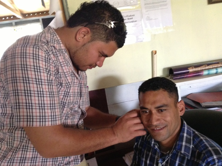 'ofa helps Moni with his new stud earring
