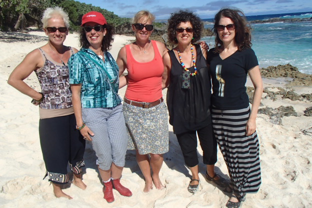 Cath, Tracey, Lisa, moi, Sally at Keleti beach
