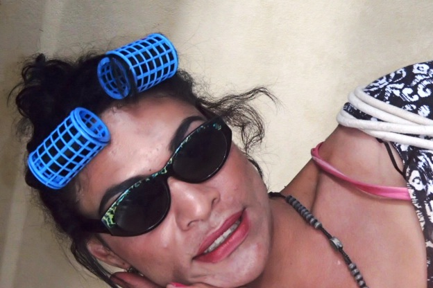 A very famous Tongan celebrity Kina Kardashian prepares for the dance incognito?!