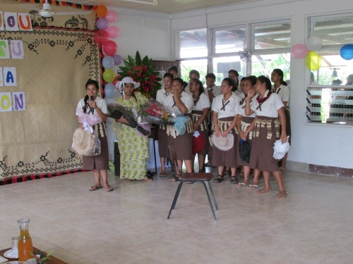 The 'island' hatted choir punching out their Kotoni Sonia songchoir