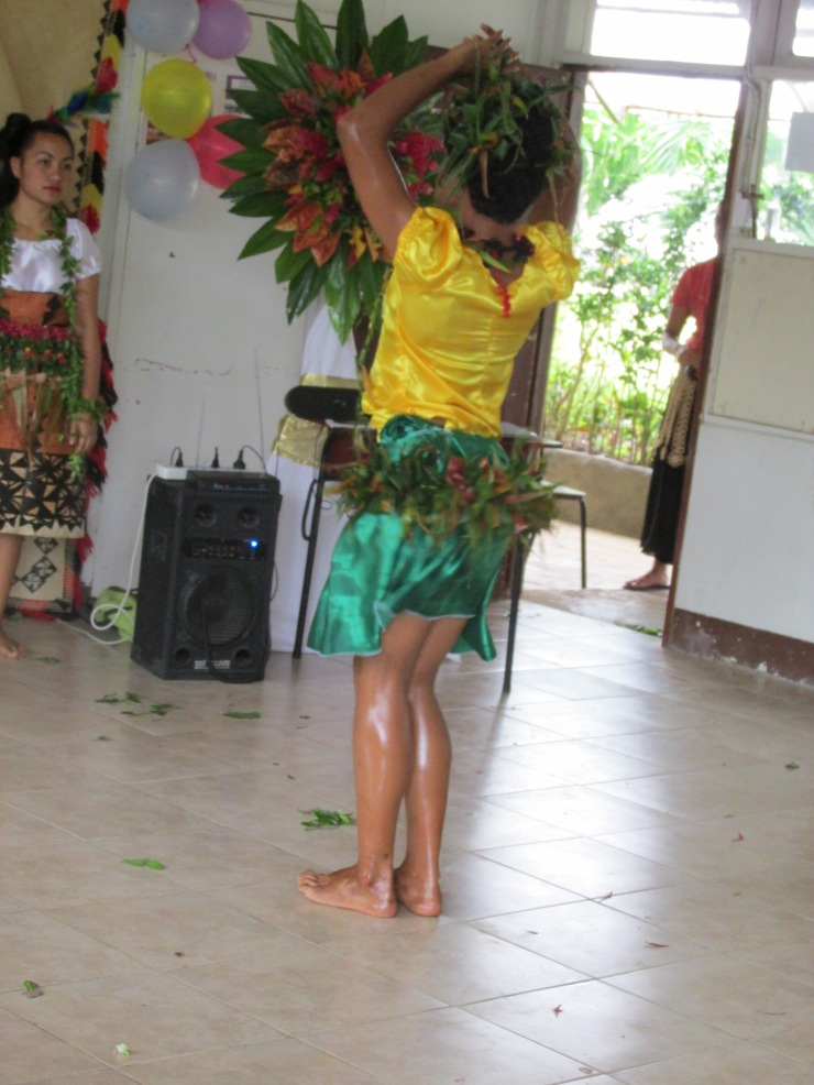 Loni does the hula shake shake shake